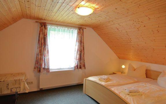 Moderne Ferienwohnung mit Rasen in Reinhardtsdorf-Schona ...